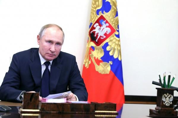 Ни Кремль, ни сам Путин не уточняют, какой вакциной прививался президент