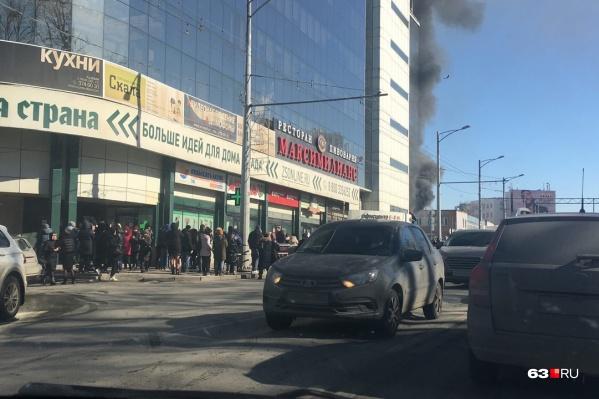 Из здания эвакуировали людей