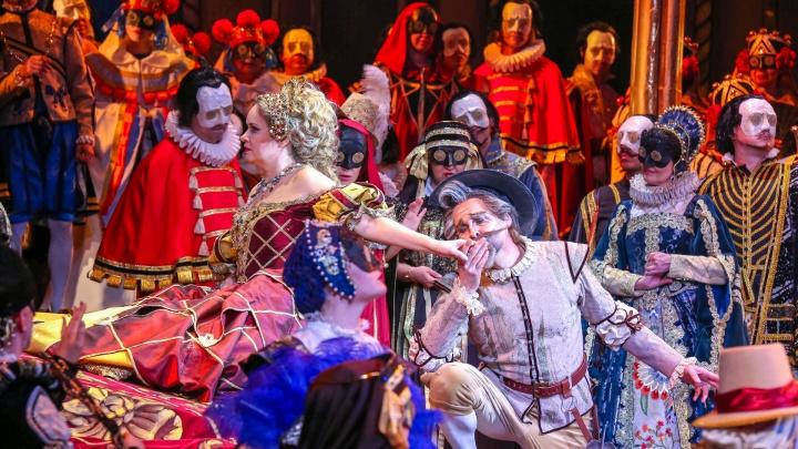 Премьера оперы «Дон Кихот» в Уфе: смотрим на подвиги печального рыцаря и бал-маскарад бессердечной куртизанки