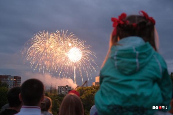 Увидеть салют — для детей отдельный праздник