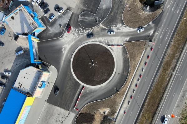 Так сверху выглядит новое автомобильное кольцо возле Новомосковского рынка