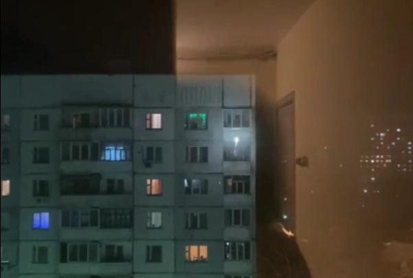 «Может, запретить продажу?»: в Ярославле жильцы многоэтажки запустили салют с балкона
