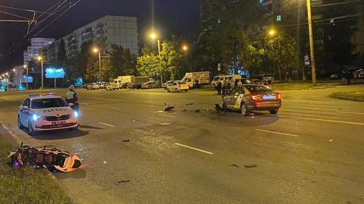 В гибели челябинского байкера, уходившего от погони ГИБДД, пытаются обвинить водителя такси
