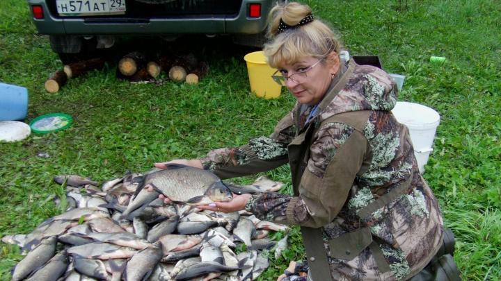 «Знаю каждый закуток, где стоит щука»: история рыбачки из Савинского, уловам которой вы позавидуете
