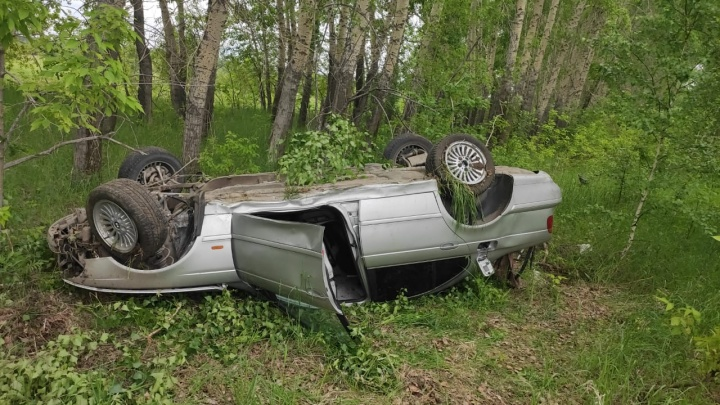 BMW перевернулся и придавил насмерть своего водителя 13-го числа на 13-м километре дороги К-13 в 13 часов