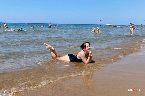 На пляж можно ходить без масок