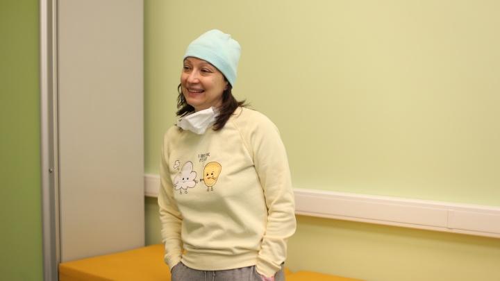 «Мне говорили— это уже смерть»: пациентка рассказала, как врачи спасли ее от редко расположенной опухоли