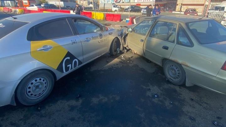 В Минздраве рассказали о пострадавших в ДТП с такси возле ТК «Маяк» в Челябинске