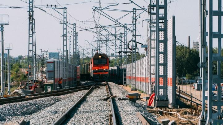 В Омске разбирают старый ж/д мост — поезда уже ходят по новому