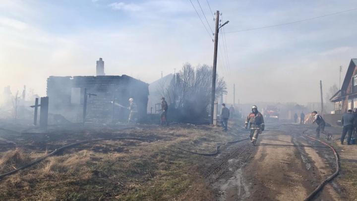 В Пышме из-за сильного ветра сгорели три дома
