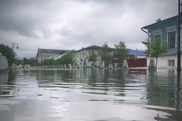 Улицу Урюпинска затопило дождями