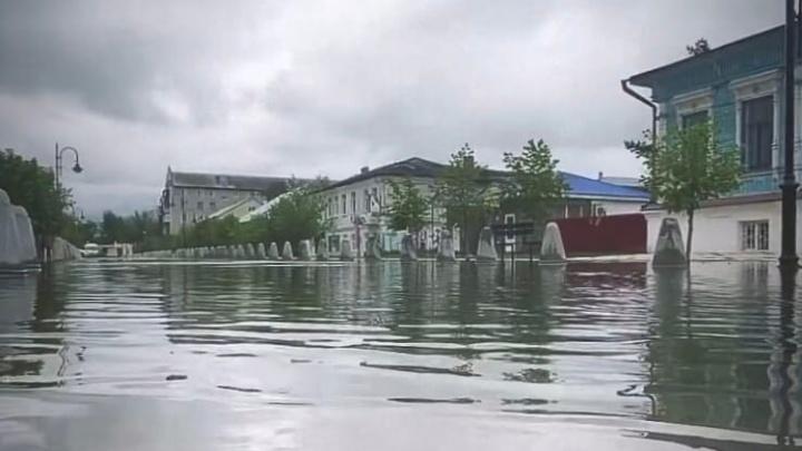 «Урюпинская Венеция»: аномальный дождь затопил столицу российской провинции
