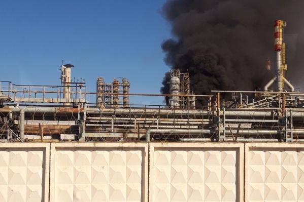 Черный столб дыма поднялся над территорией ПНОСа