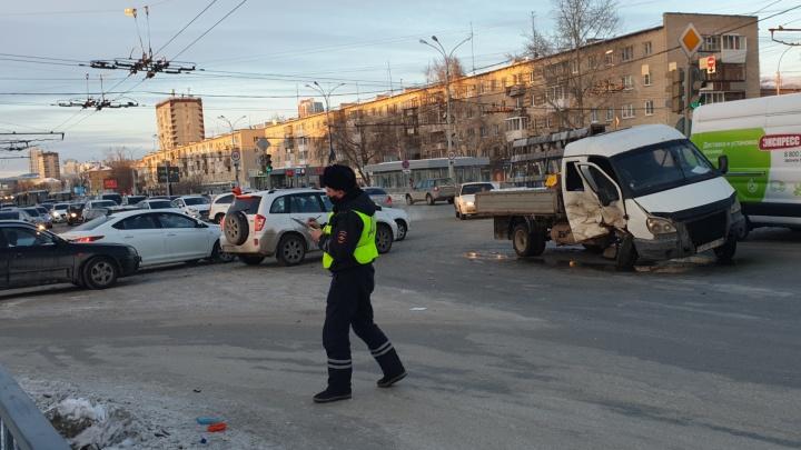 Водитель был пьян: стало известно состояние четырех пострадавших в массовом ДТП на Уралмаше