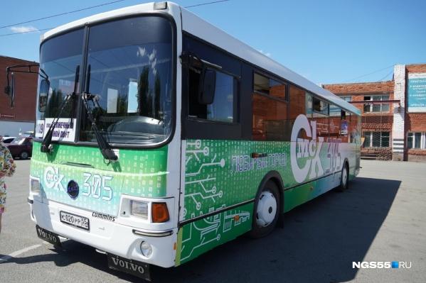 Всего у предприятия три автобуса с праздничной символикой