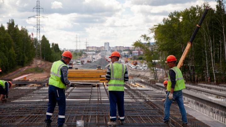 Власти назвали сроки окончания строительства развязки на Мельникайте — Дружбы