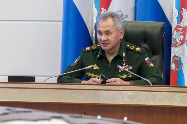 На прошлой неделе в Омске побывал замглавы Минобороны России, а теперь летит сам министр