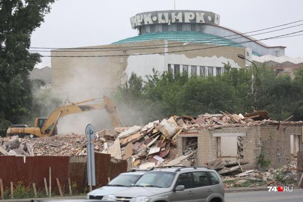 Демонтаж здания на <nobr>Береговой, 117</nobr> растянулся на несколько месяцев