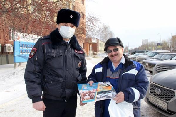 Полицейский оказал мужчине первую помощь и дождался медиков