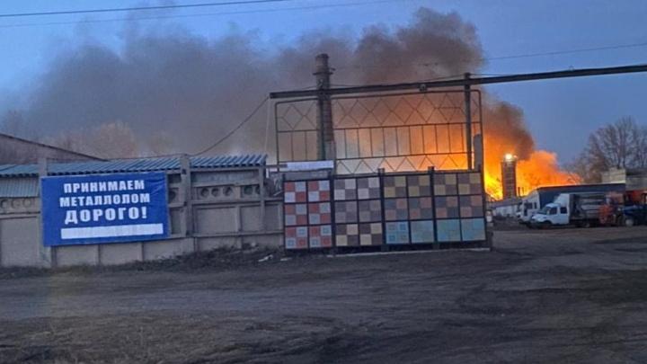 «Был слышен взрыв»: в Самарской области произошел крупный пожар