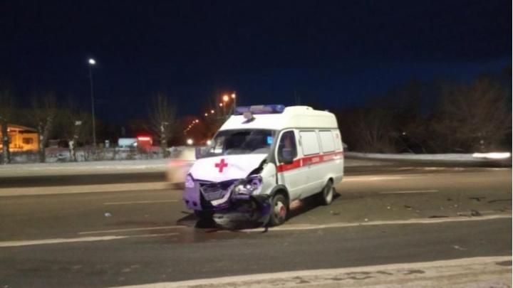 Скорая, попавшая в аварию на выезде из Челябинска, везла двух пациентов