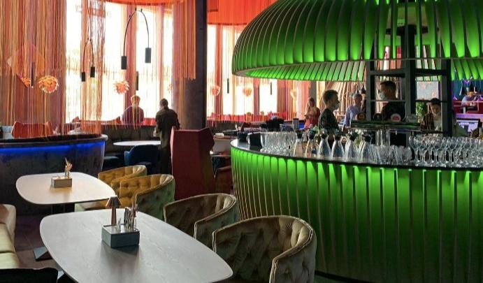 В новом гигантском торговом центре в Екатеринбурге открылся первый ресторан от команды из Тюмени