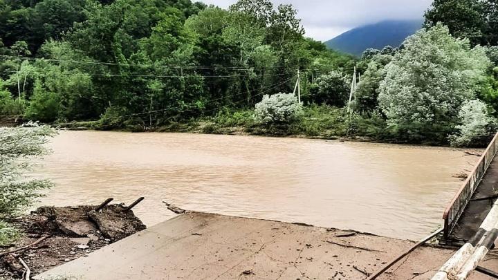 В Туапсинском районе во время потопа погибла еще одна девочка. Число жертв дошло до четырех