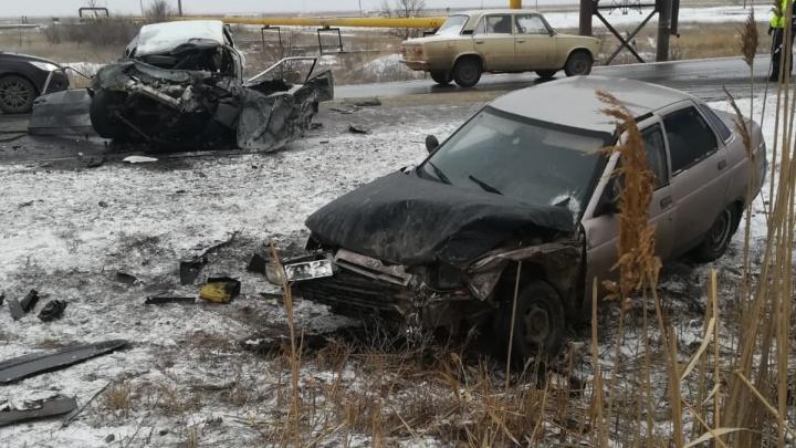 Под Волгоградом столкнулись автобус и две «Лады», есть погибший