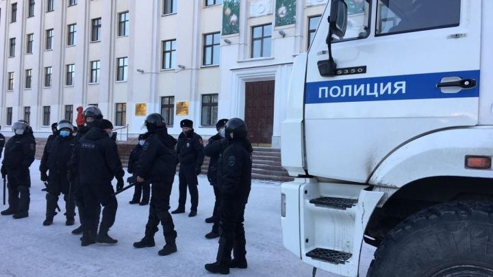 В Тюмени задержали еще трех соратников Алексея Навального