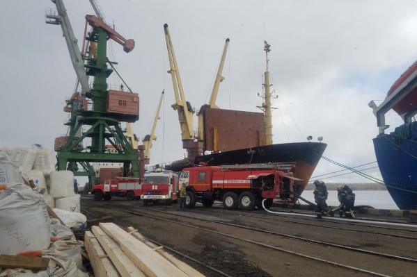 Сухогруз «Таймыр» пришвартован в порту Экономия