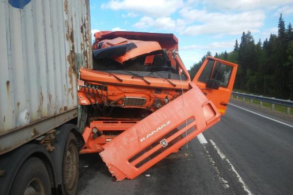 """Столкновение двух грузовиков произошло днем <nobr class=""""_"""">1 июня</nobr>"""