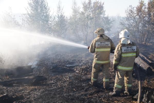 Пожарным останется пролить дымящиеся участки, но это тоже займет немало времени