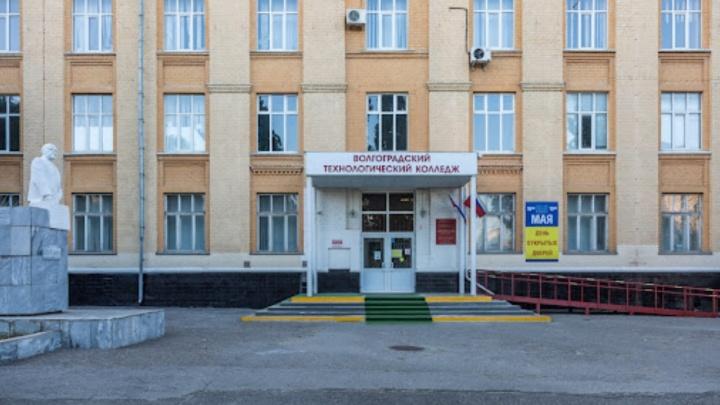 «Войдете только с сертификатом»: в Волгограде студентов колледжей принудительно отправляют на дистанционку