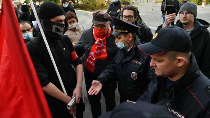 «Избили, не пускают адвокатов». В Екатеринбурге задержали девятерых активистов-лимоновцев