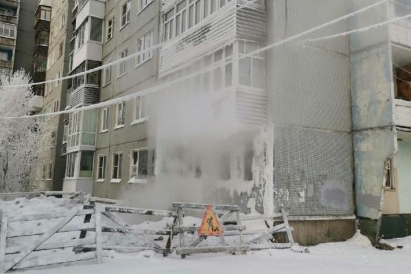 """Это вчерашний снимок ситуации возле дома <nobr class=""""_"""">№ 109</nobr> на Ленинградском проспекте"""