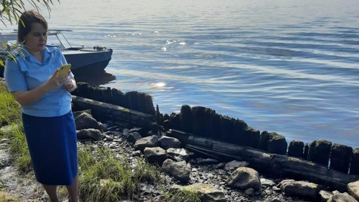 На берегу реки в Соломбале заметили разлив нефтепродуктов. На это отреагировали Минприроды и прокуратура