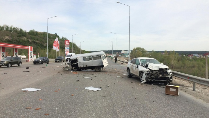 УАЗ попал под BMW: стала известна точная причина ДТП в районе Сокского моста