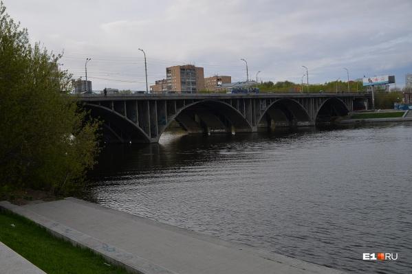 Мост в августе закрывают каждые выходные