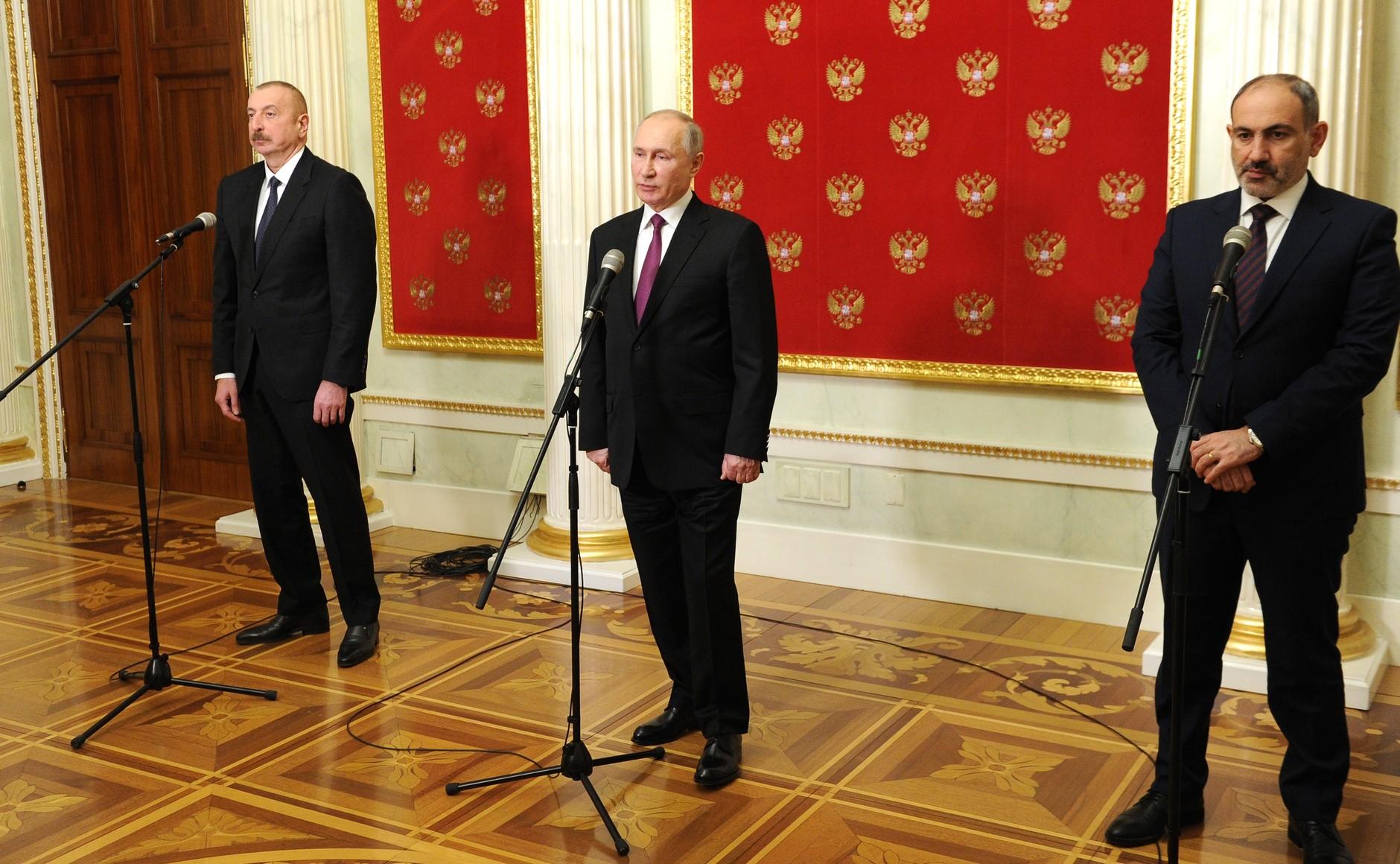 Президент Азербайджана Ильхам Алиев, Владимир Путин, премьер-министра Армении Никол Пашинян в Москве 11 января 2021 года