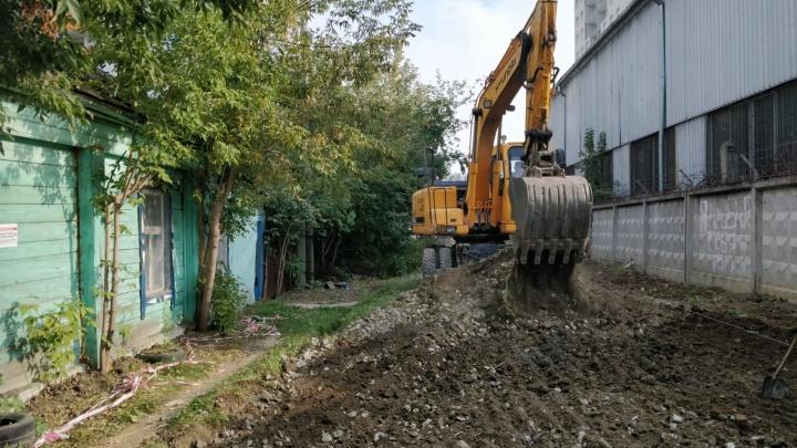 50 миллионов за клочок земли: в Екатеринбурге застройщик обвинил хозяев частного дома в жадности