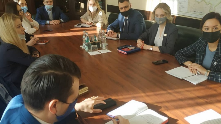 Кузбасская молодежь рассказала замгубернатора, почему уезжает из региона (экология никого не смущает)