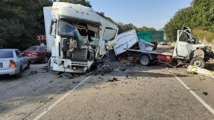 Под Новороссийском фура раздавила кабину «Газели», ее водитель погиб