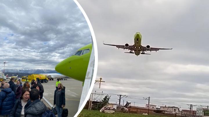 «Будто педаль газа выжал и резко взлетел»: самолет из Новосибирска смог приземлиться в Сочи только со второго раза