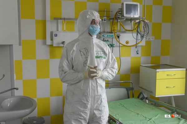 Сейчас в уральских больницах не хватает медсестер. Тем, что работают, ставят дополнительные смены