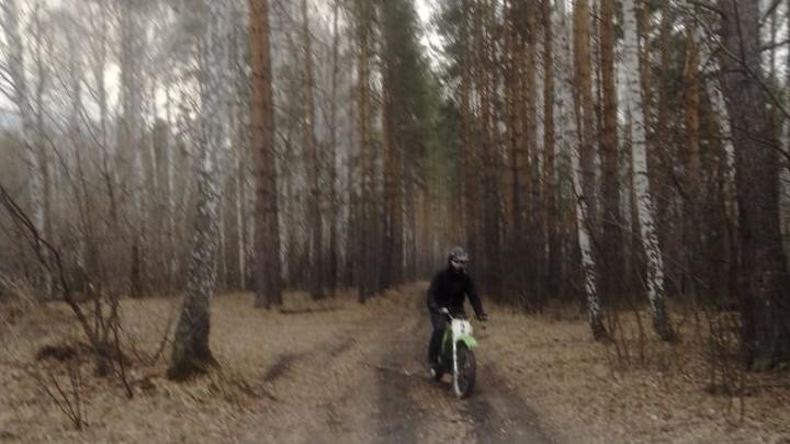 Мотоциклист, подозреваемый в поджогах леса на Тургояке, может быть причастен к прошлогодним пожарам