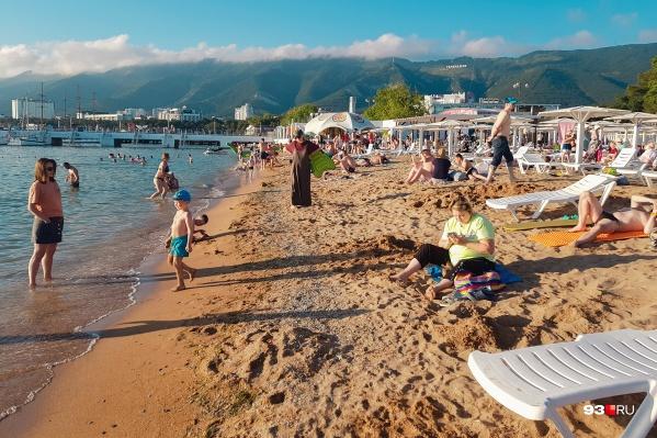 Иногда на юге можно найти не очень загруженные пляжи, но это скорее исключение