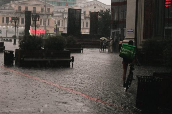 По мнению властей, город в целом справился со вчерашним ливнем