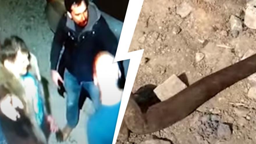В Екатеринбурге неадекватный мужчина монтировкой избил соседей. Видео