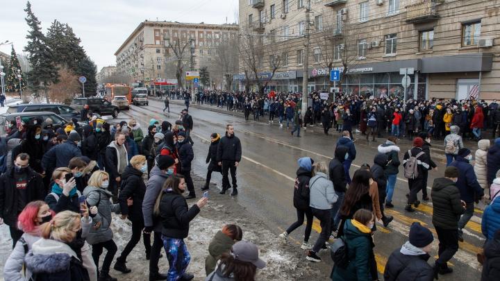 В центре Волгограда во время несанкционированной акции перекрыли Первую Продольную магистраль