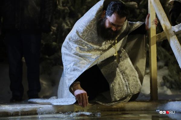 По поверьям, крещенская вода долго не портится